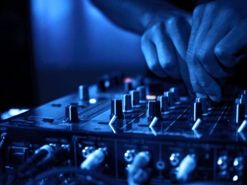 VIDEO: How Honest Communication Between Promoter and DJ Looks Like