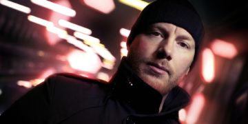Eric Prydz throwing alcohol at Axwell is gold! (VIDEO)
