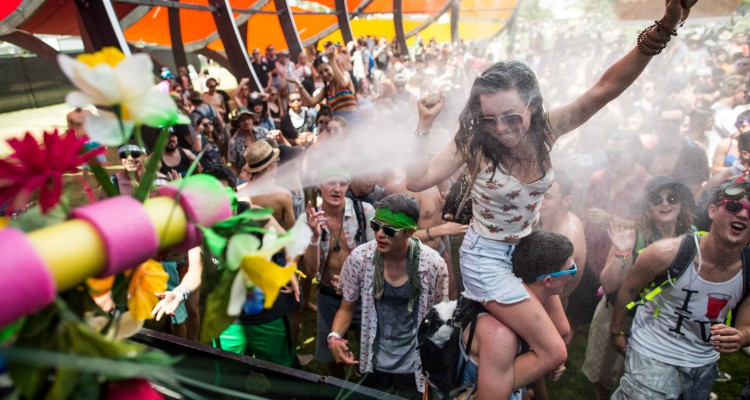 10 Things You Must Bring When Going To A Festival