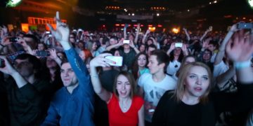 70 per cent of UK ravers are annoyed by phones on the dancefloor